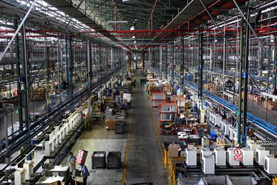 Industria ordini +8,7% fatturato +2%