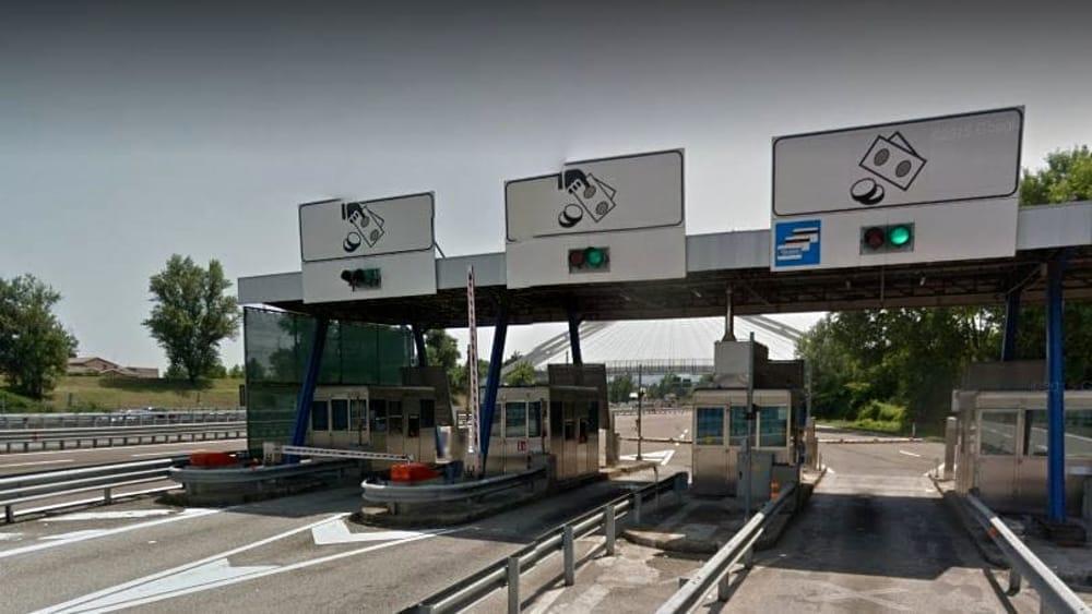 Codacons caselli autostradali richiedono contatto mani
