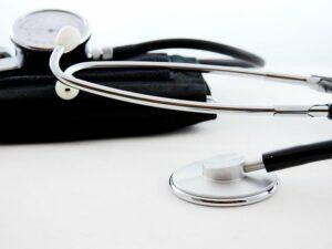 Cardiologo Palermo invoca camere gas non vaccinati